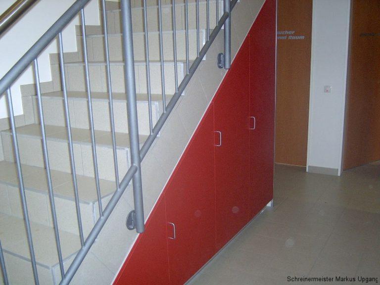 einbauschrank in rot unter der treppe schreiner in sinzig. Black Bedroom Furniture Sets. Home Design Ideas